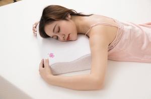 快来看看选购慢回弹记忆枕的技巧吧